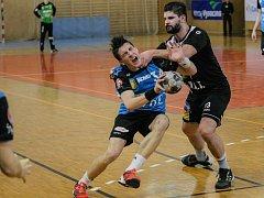 Házenkáři Nového Veselí (v modrém) zvítězili v Litovli a jsou krůček od postupu do play-off.