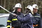Hasiči z Kuklíku, Studnic a Rokytna podstoupili nácvik hašení hořícího objektu. Tentokrát se k nim přidal také Daniel Pantie z Mosambiku, který si podobnou činnost vyzkoušel poprvé v životě.