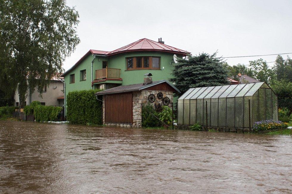 Svratka se rozvodnila po vydatném dešti 3. srpna v Herálci na Žďársku.