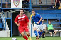 Juniorka Vrchoviny (v červeném) si s Jaroměřicemi (v modro-bílém) poradila vysokou výhrou 5:1.