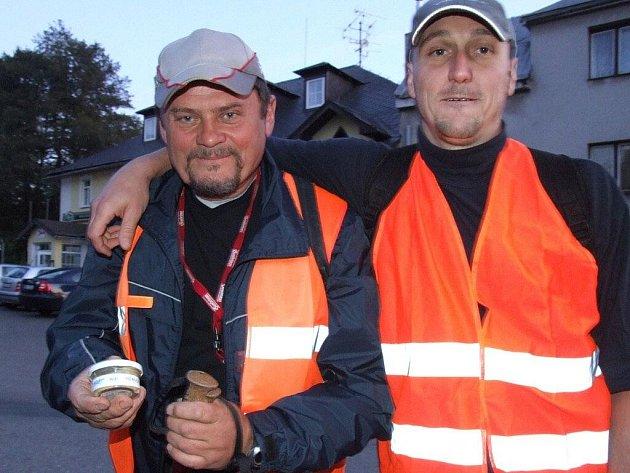 Odvážná dvojka mužů z Račína na Žďársku se v pátek úderem devatenácté hodiny vydala pešky do Brna.
