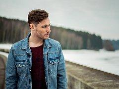 Hudebník Jan Miškela z Velkého Meziříčí alias Eirik zveřejnil nový videoklip ke své písni Paříž.
