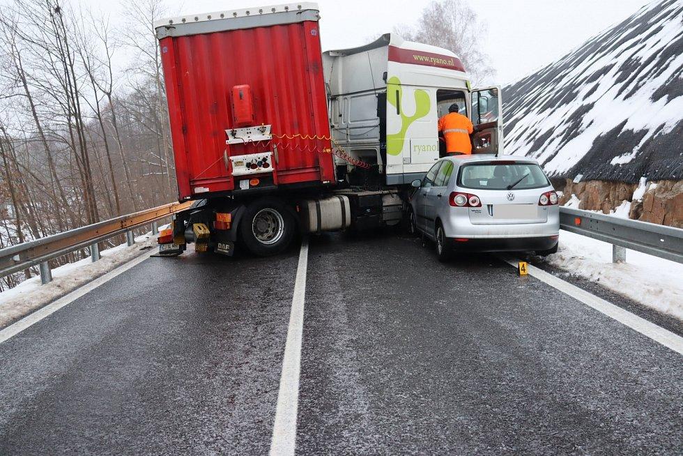 Ledovka na Vysočině způsobila řadu dopravních nehod.