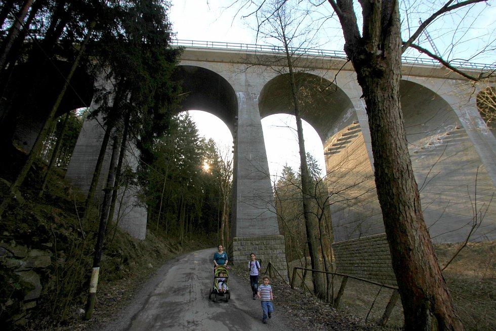 Malý železniční viadukt Kutiny