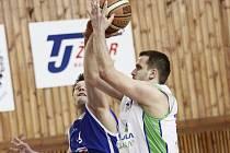 Ke dvěma výhrám Žďáru přispěl i střílející Ivan Šafránek, který celkem nasázel 25 bodů.
