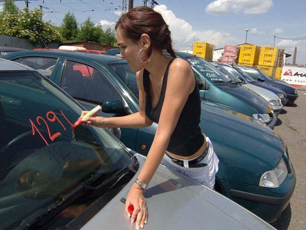 Nejlépe se prodávají bazarové české vozy, zvlášť felicie a fabie.