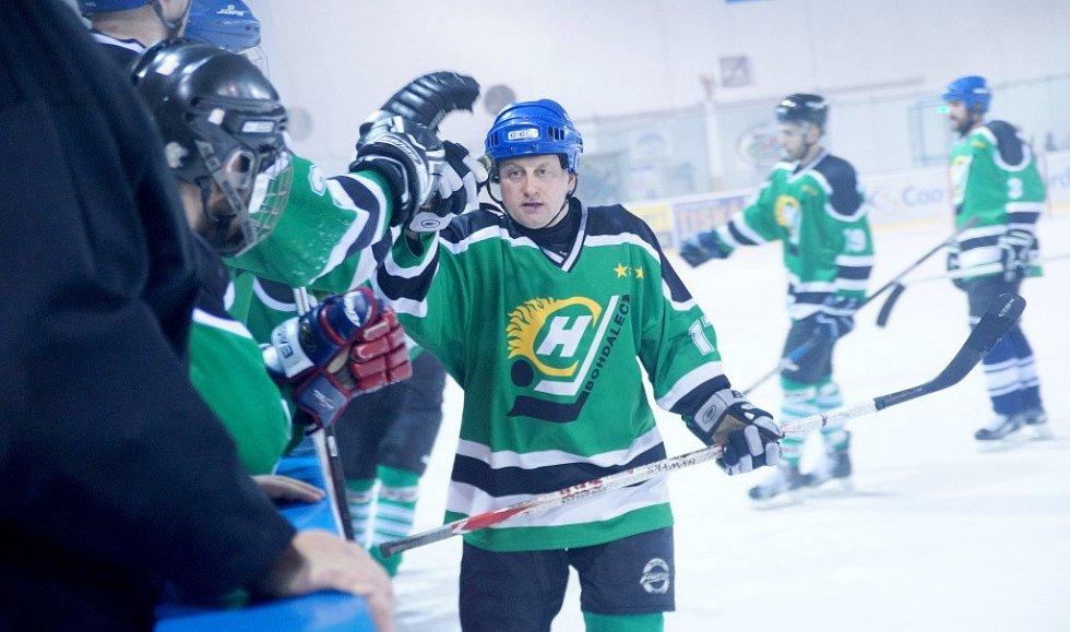 17. ročník Vesnické hokejové ligy ovládli hokejisté Bohdalce (v zelených dresech).