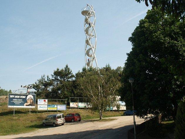 Rozhledna na Fajtově kopci byla postavena podle návrhu renomovaného architekta Václava Hlaváčka.