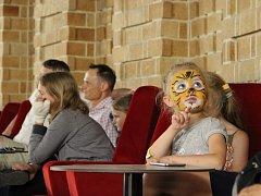 Ve žďárském kině skončila rekonstrukce interiéru, po někalikaměsíční přestávce opět promítá.