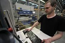 Pelhřimovský Agrostroj je českým unikátem. Firma se po roce 1989 dokázala přizpůsobit poptávce a uspět na na celosvětových trzích. Je stále čistě v českých rukou, má přes dva tisíce pracovníků a hodlá přibrat dalších téměř pět set.