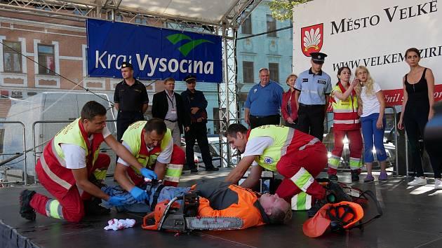 Na Velkomeziříčském Náměstí zasahovali policisté, hasiči a zdravotníci