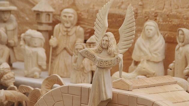 Společně betlém vytvořili lidé ze Žďáru nad Sázavou a okolí. Farnost Nanebevzetí Panny Marie betlém vždy o Vánocích vystavuje v kostele na Zelené hoře.