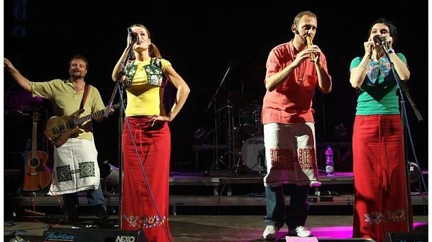 Jedna z hlavních hvězd festivalu Pod Zelenou horou, slovenský objev loňské festivalové sezóny – kapela Družina, kombinuje klasickou rockovou hudbu s folklorními vlivy.