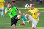 V jedné z největších příležitostí nedělního domácího utkání proti Uherskému Brodu trefil kapitán Vrchoviny Lukáš Michal (v zeleném) jen břevno hostující branky.