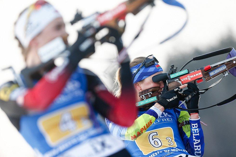 Hanna Sola v závodu Světového poháru v biatlonu - štafeta 4x6 km ženy.