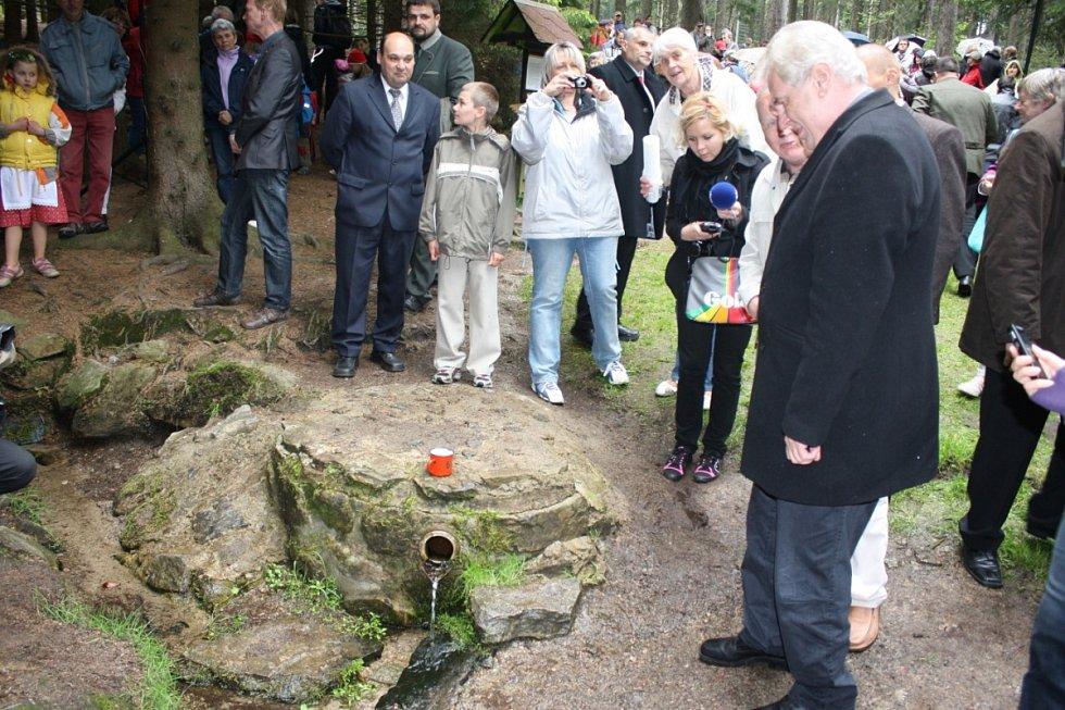 Ve Třech Studních se prezident Miloš Zeman zúčastnil 20. výročí otvírání studánek Barborky a Vitulky