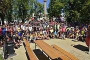 Charitativní jízda Na kole dětem Žďárskými vrchy se konala už potřetí, na start se postavily minimálně čtyři stovky cyklistů. Foto: René Rámiš