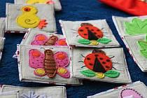 Známá hra z netradičního materiálu je určena především menším dětem.