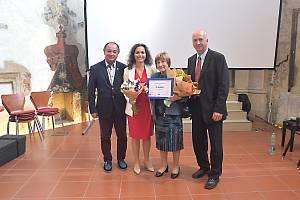 Výjimečné seniory z celé republiky ocenil při příležitosti Mezinárodního dne seniorů již po deváté projekt SenSen Nadace Charty 77.  mezi oceněnými byla i Eva Zamazalová.