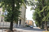 Parkování za gymnáziem a druhou základní školou bude vyřešeno v roce 2017.