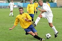 Fotbalisté Křoví zaskočili favorizovanou Borovinu. Doposud suverénní tým totiž na domácím hřišti prohrál. O jediný gól zápasu se postaral křovský Roštinský.