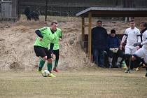 Fotbalisté Osové Bítýšky (na snímku) se v neděli představili na hřišti Hamrů nad Sázavou. Po porážce 0:4 dál zůstávají v pásmu znamenajícím záchranářské boje.
