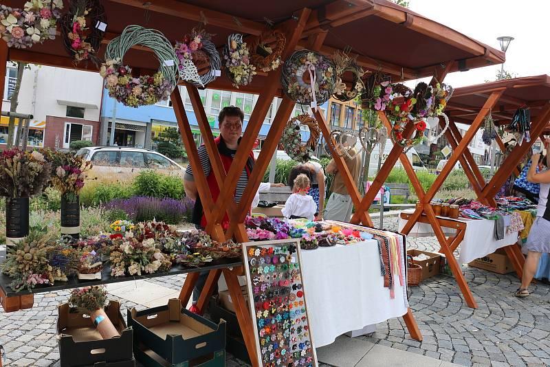Stánkový prodej rukodělných výrobků je nejen ve Žďáře nad Sázavou velmi oblíbený. Ilustrační foto