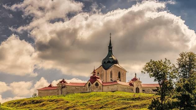 Zelená je tráva - žďárská Zelená hora a Santiniho kostel svatého Jana Nepomuckého.