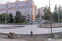 """Křižovatka """"u fordu"""" je součástí stavby mostu a komunikace na Klafar, kterou realizuje společnost Strabag. Smlouva ukládá jako termín dokončení květen 2014."""