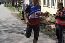 V CÍLI. Solidním výkonem se na desetikilometrové trati prezentoval i  Pavel Harvánek z Vlachovic.