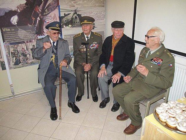 Váleční veteráni - zleva Imrich Gablech, Jan Velík, Oldřich Zelený a Josef Sztacho