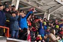 Nedílnou součástí jsou hokejoví fanoušci na stadionech. Bez nich by hokej neměl šťávu.