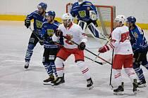 Stoprocentní úspěšnost měli ve středečních utkáních 2. ligy – skupiny Východ hokejisté Žďáru nad Sázavou (v bílých dresech) i Velkého Meziříčí (v modrých dresech).