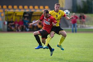 Po ne zcela vydařeném úvodu sezony se fotbalisté Sapeli Polná (v červeném dresu) v krajském přeboru rozjeli. To naposledy pocítili hráči Bedřichova.