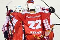 Žďárští hokejisté hráli ve druhém utkání prodloužení a byli jedinou branku od vyřazení. Nakonec slaví postup do čtvrtfinále, v němž se utkají s Kolínem.