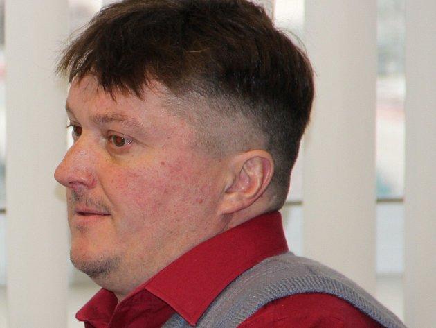 Miloš Vařílek odešel od soudu s osvobozujícím rozsudkem, jeho počínání není trestné.