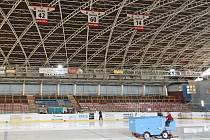 O tom, kdo bude od 1. ledna 2011 spravovat zimní a fotbalový stadion i tenisové kurty musí noví radní a zastupitelé rozhodnout letos. Současná rada je pro příspěvkovou organizaci Cerum.