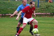 Dva zápasy měli v nohách fotbalisté Nedvědice (v červeném) na herním soustředění v Lednici.
