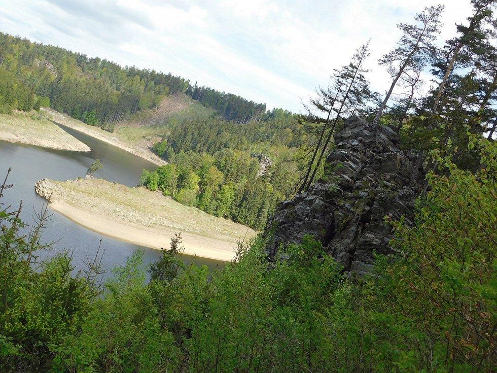 Málo vody je také v přehradě ve Víru. Tam je to navíc umocněno snížením hladiny kvůli opravě přehradní hráze.