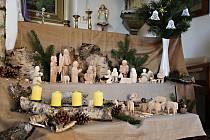 Ve vyřezávaném betlému Marie Jůdové přibývají postavičky každý rok.
