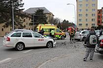 Ke kolizi došlo před úterní čtrnáctou hodinou na křižovatce žďárských ulic Brodská a Revoluční