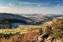 Ten výhled je za odměnu - tak nazval tento svůj snímek amatérský fotograf Pavel Juráček. Krajinu fotí rád, zvlášť Žďárské vrchy, které okouzlují i jeho kolegu Antonína Vystrčila.