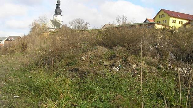 V zanedbané lokalitě blízko centra města má podle plánů být za rok park.