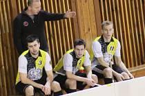 Trenér Jaroslav Dufek v útoku spoléhá na tři velké osobnosti bystřického florbalu. Trojlístek Jaromír Chocholáč (č. 3), Ondřej Dvořák (7.) a Miloš Prášil (11.) letos v základní části vyprodukovalo úctyhodných 145 bodů za 80 branek a 65 asistencí.