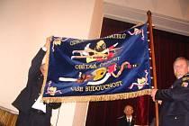 Hasiči žďárského okresního sdružení mají jako první v republice svůj prapor.