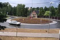 Výtvarným dílem chce ozvláštnit kruhovou křižovatku při vjezdu do města ze směru od Žďáru nad Sázavou radnice v Novém Městě na Moravě. Policisté jsou ale proti.