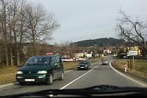 Komunikace mezi Žďárem nad Sázavou a Bystřicí nad Pernštejnem je denně využívána tisíci řidičů nákladních i osobních aut.