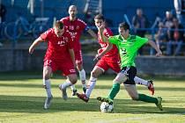 Fotbalisté Nového Města (v zelených dresech) si doma poradili s Uherským Brodem (v červeném).