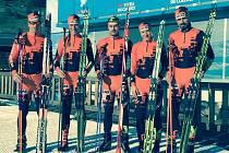 Adéla Boudíková (druhá zleva) a Jiří Ročárek (vpravo) si v sobotu odskočili na lyžařské mistrovství republiky. Nyní už se ale se svým týmem pro závody Ski Classics připravují na slavný Engadin ve švýcarském Svatém Mořici.