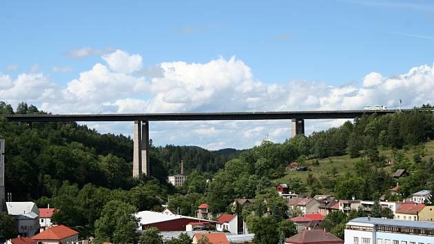 Andrej Babiš byl prý s postupem prací na dálničním mostu spokojen